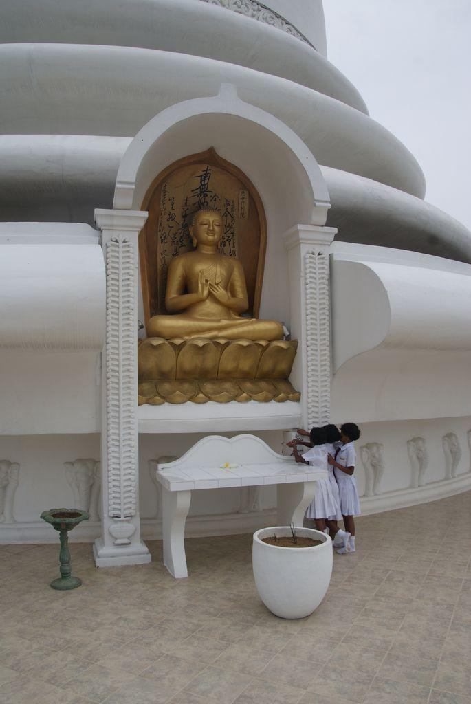 Peace-Pagoda-Unawatuna12